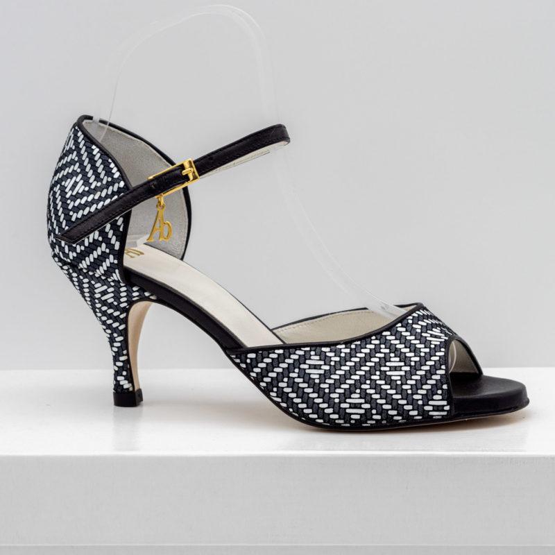 abrazo-chaussure-b&w